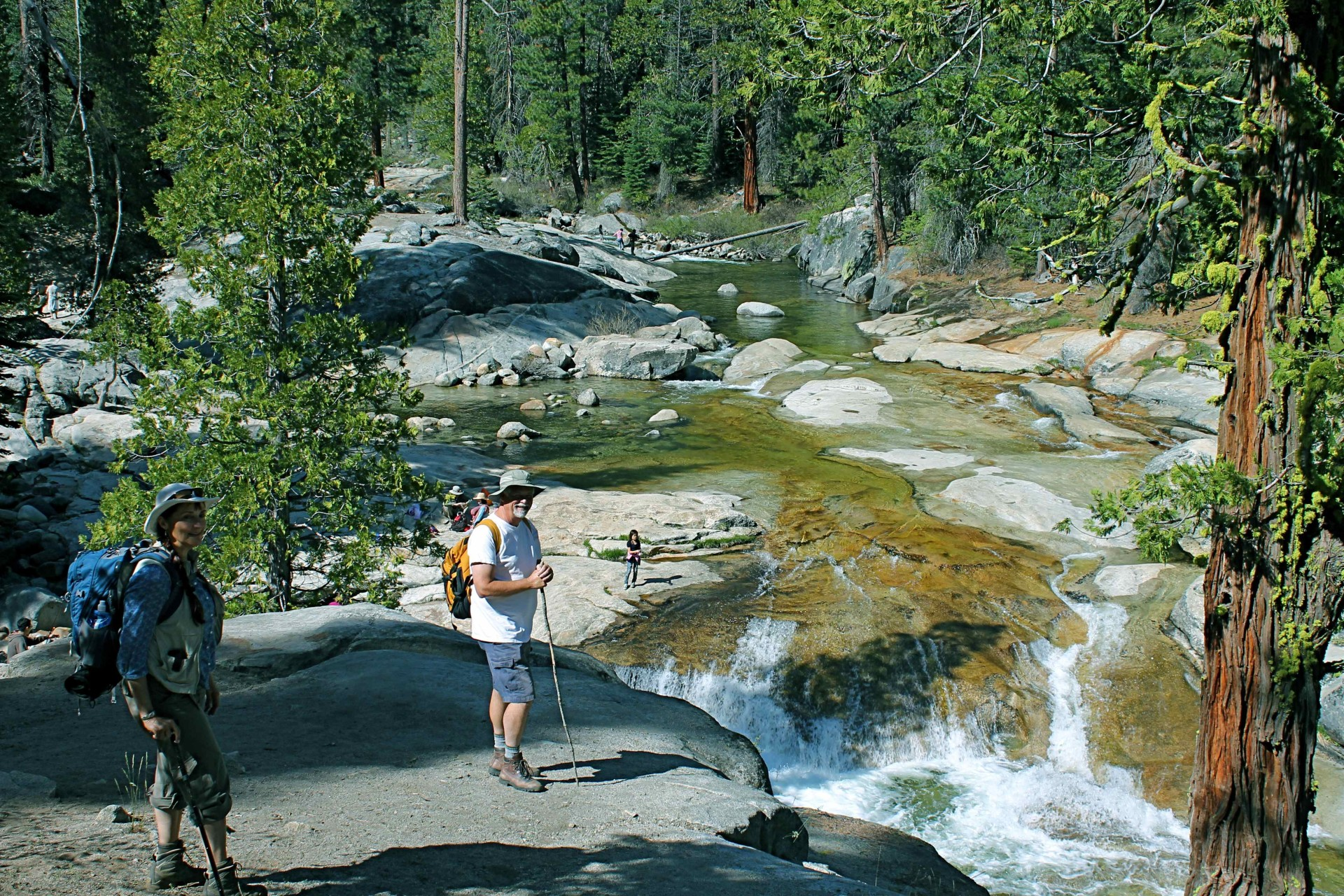 Dinkey_Creek_Hikers_Sierra_Forest