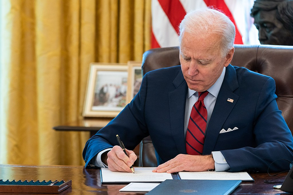 President_Joe_Biden_signs_EO Adam Schultz, Public domain, via Wikimedia Commons